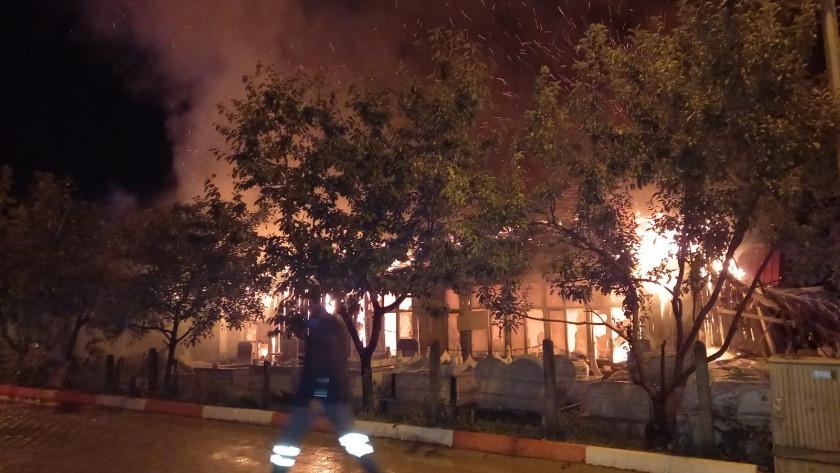 Sinop'ta yangın! İş yeri alevlere teslim oldu