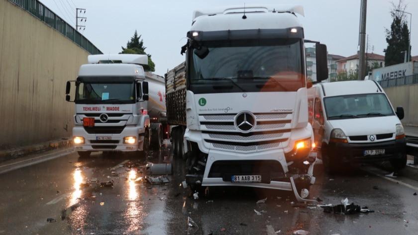 Kocaeli'nin Derince ilçesinde feci kaza! 17 araç birbirine girdi