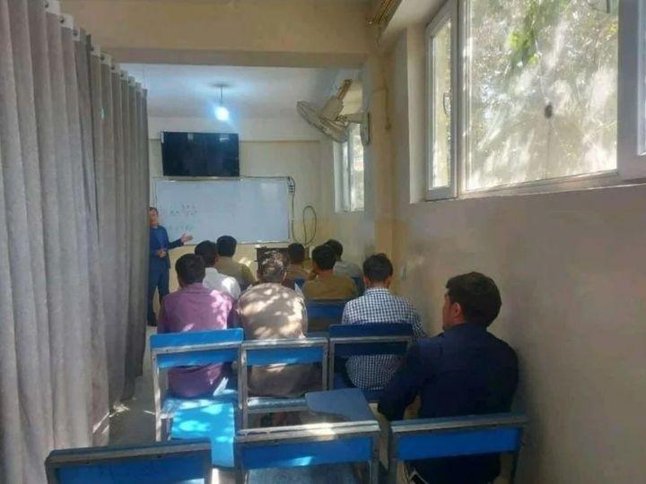 Taliban kontrolündeki Afganistan'da 'perdeli eğitim' başladı - Sayfa 4