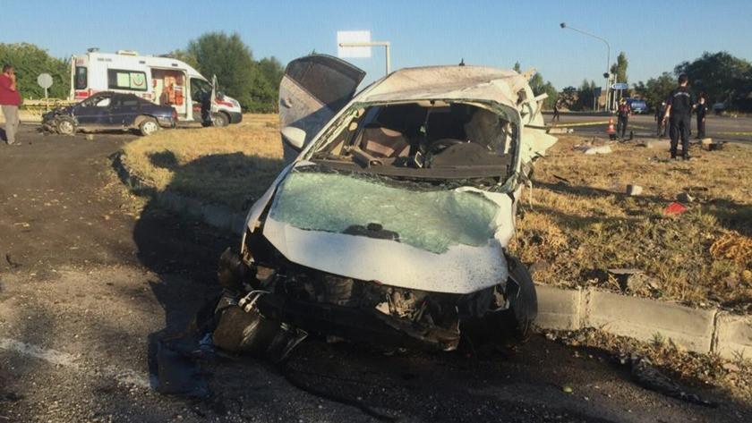 Kırıkkale'de iki otomobil çarpıştı 6 kişi hayatını kaybetti