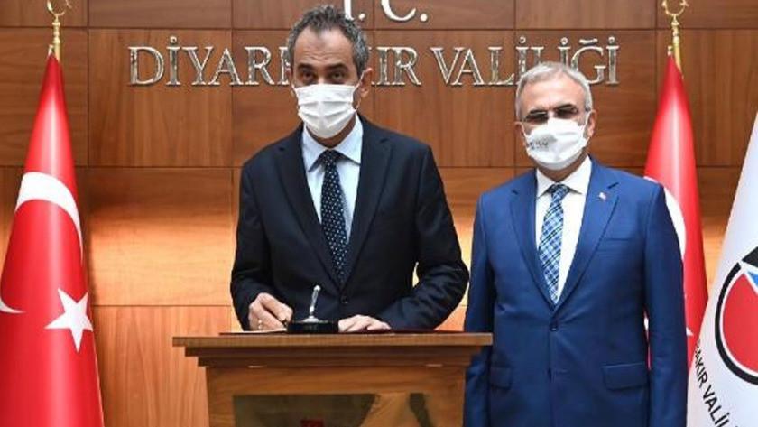 Milli Eğitim Bakanı Mahmut Özer: Eğitime Ara verildi