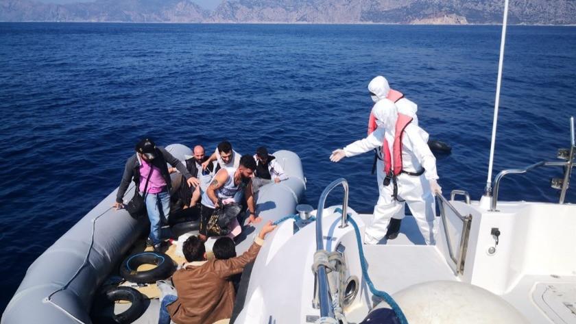 Marmaris açıklarında 15 kaçak göçmen kurtarıldı