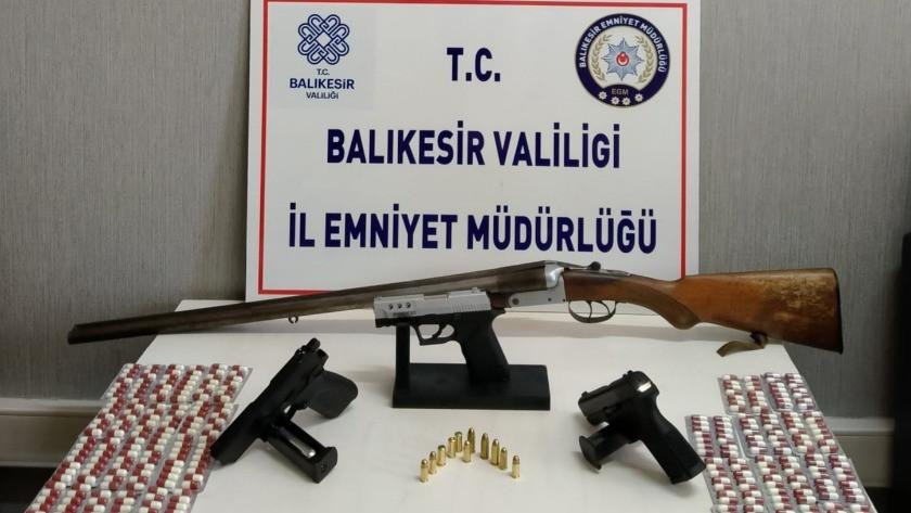 Balıkesir'de silah ve uyuşturucu tacirlerine şok baskın!