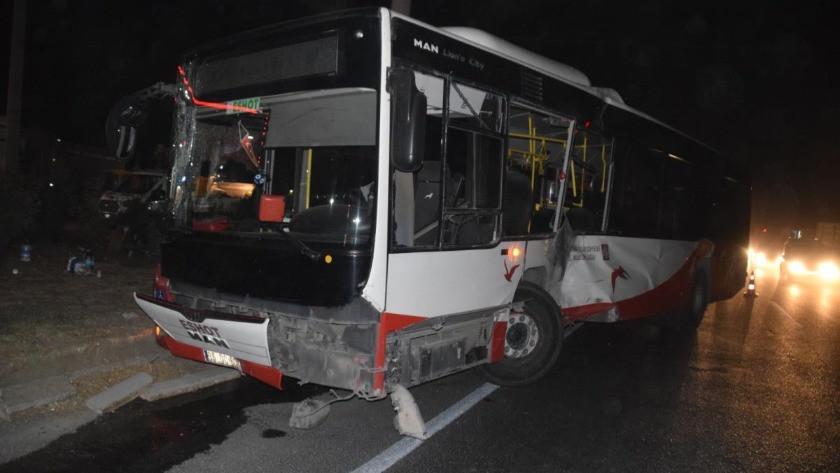İzmir'de belediye otobüsü ile tır çarpıştı: 12 yaralı