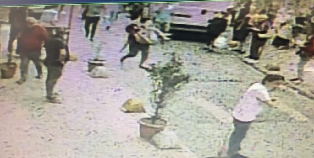 Başından vurduğu hamile eşini kucağında caddeye taşıdı! Dehşet anları kamerada - Sayfa 1
