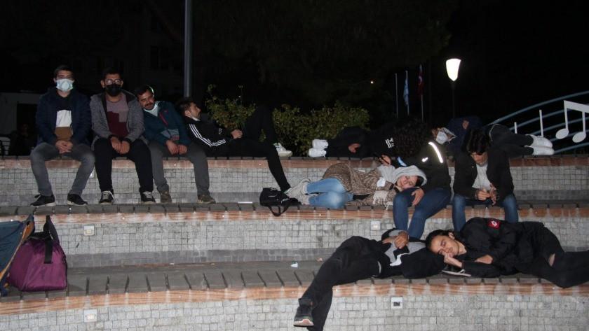 Öğrenciler parkta yatıp eylem yaptı! Vali gerçeği açıkladı