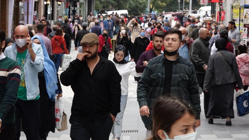 Nüfusa oranla en çok vaka görülen Trabzon'da cadde ve sokaklar dolu