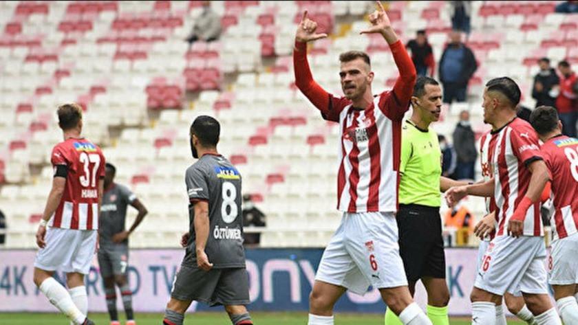Sivasspor'un savunmacısı Goutas, Süper Lig'e damga vurdu