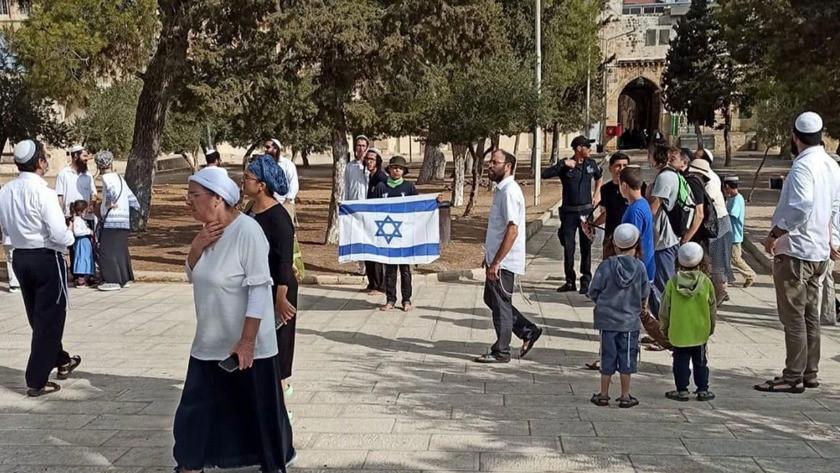 Mescid-i Aksa'ya baskın düzenleyen yahudiler israil bayrağı açtı!