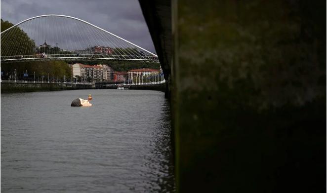 Nehrin ortasındaki genç kız vatandaşları fena korkuttu! Görenler şaştı kaldı... - Sayfa 1