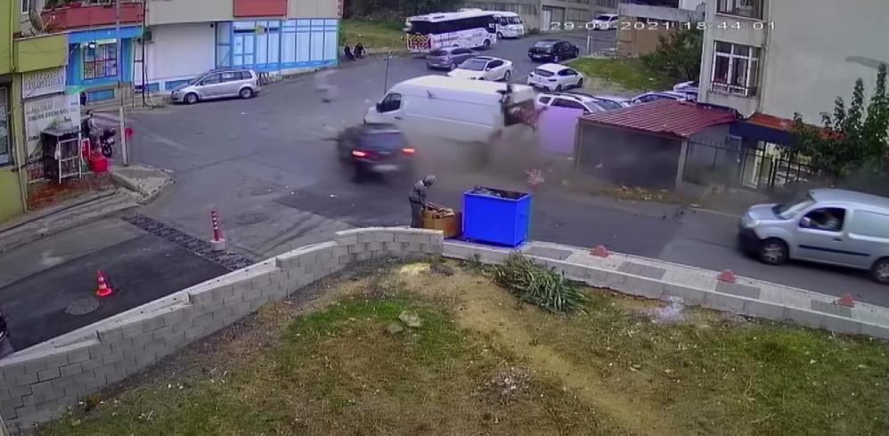 Fren yerine gaza basan sürücü iki can aldı! Kadın ile çocuğun hayatını kaybettiği kaza kamerada - Sayfa 4