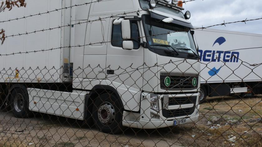 TIR'lara kaçak göçmen binişini önlemek için tesislere 'duvar' uyarısı
