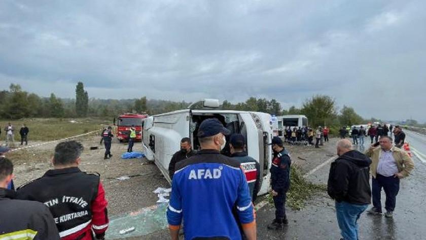 MHP'lileri toplantıya götüren midibüs kaza yaptı: 2 ölü, 19 yaralı!