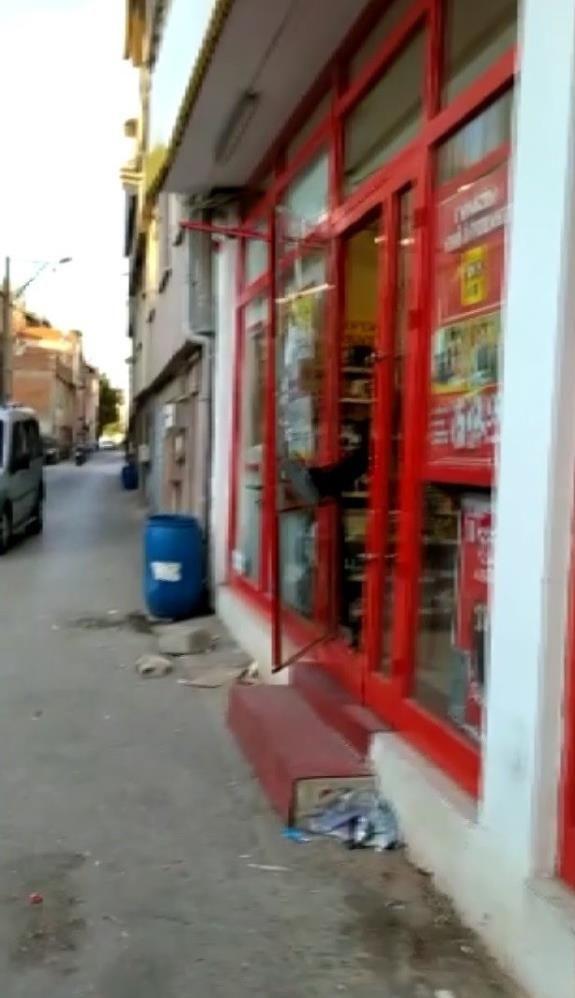 Markete kilitlenen hırsız camı kırarak böyle kaçtı! O anlar kamerada - Sayfa 2