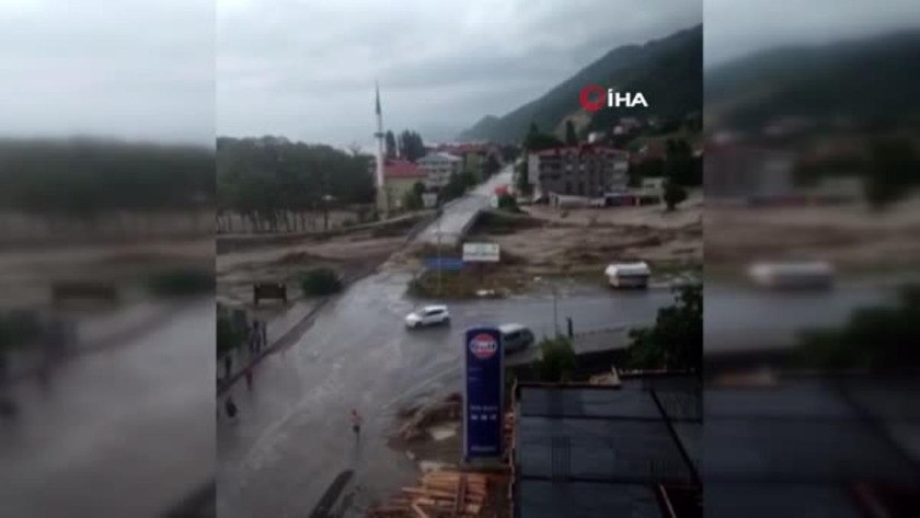 Sinop'taki sel felaketinde köprünün yıkılma anı kamerada!
