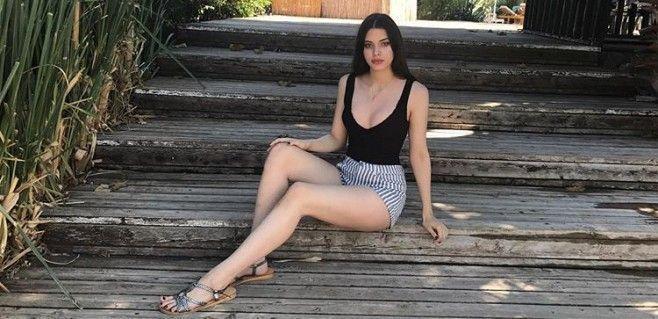 Defne Samyeli'nin kızı Derin Talu, bikinisiyle verdiği poz olay oldu - Sayfa 3