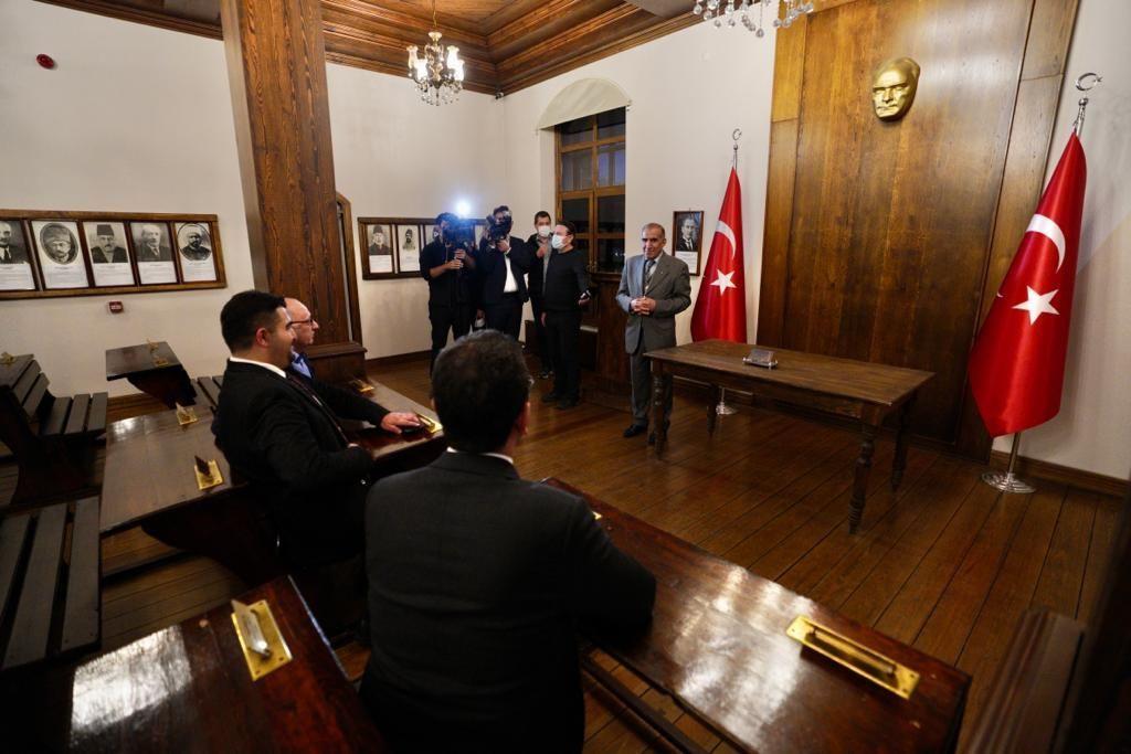 İmamoğlu, Erzurum ziyaretinde vatandaşların yoğun ilgisiyle karşılaştı - Sayfa 1