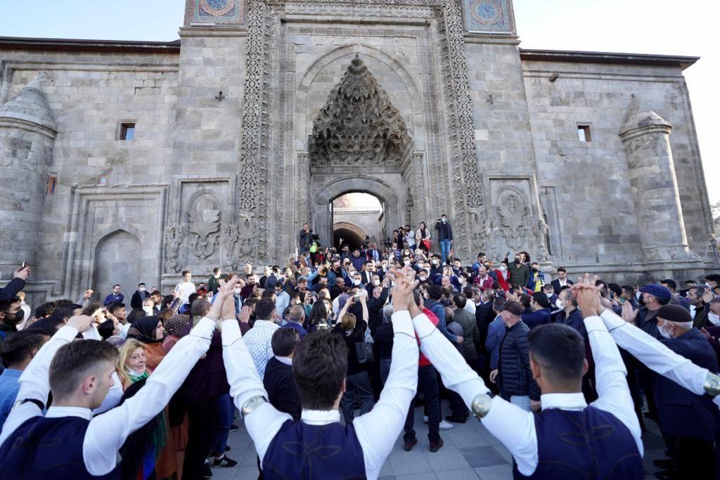 İmamoğlu, Erzurum ziyaretinde vatandaşların yoğun ilgisiyle karşılaştı - Sayfa 4