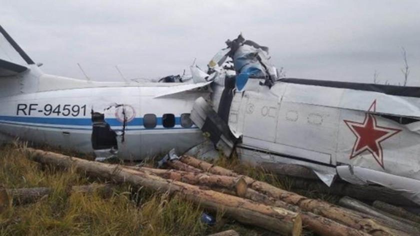 Tataristan'da paşarütçüleri taşıyan uçak düştü! Çok sayıda ölü ve yara