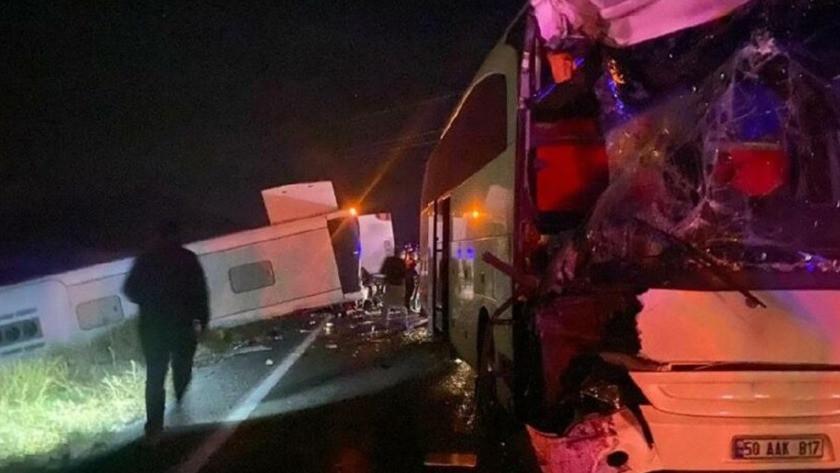 Öğrenci taşıyan iki otobüs çarpıştı! Çok sayıda yaralı var