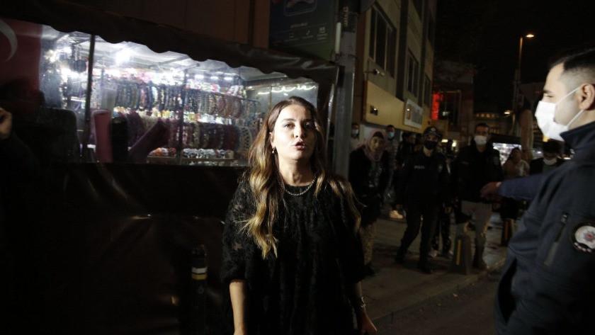 Taksim'de bir kadın, polis noktasındaki taksiciye küfür etti