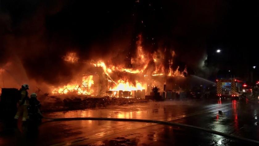 Tayvan'da 13 katlı binada korkutan yangın! Çok sayıda ölü ve yaralılar var