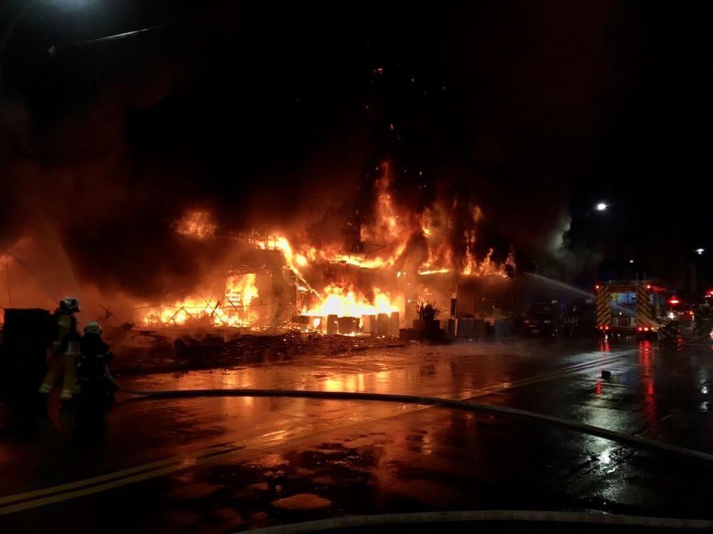 Tayvan'da 13 katlı binada korkutan yangın! Çok sayıda ölü ve yaralılar var - Sayfa 4