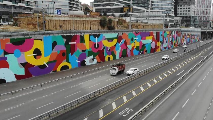 İBB dikey bahçeleri söktü yerine grafitiler yapmaya devam ediyor