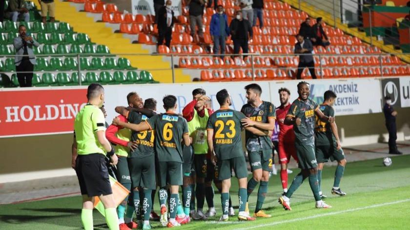 Alanyaspor gol yağmurunun yaşandığı maçta Kayserispor'u yendi