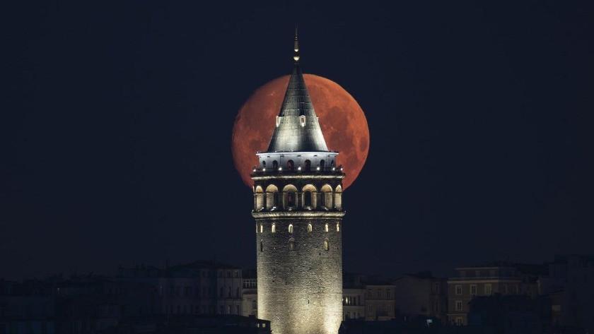 İstanbul'da kartpostallık dolunay görüntüleri!