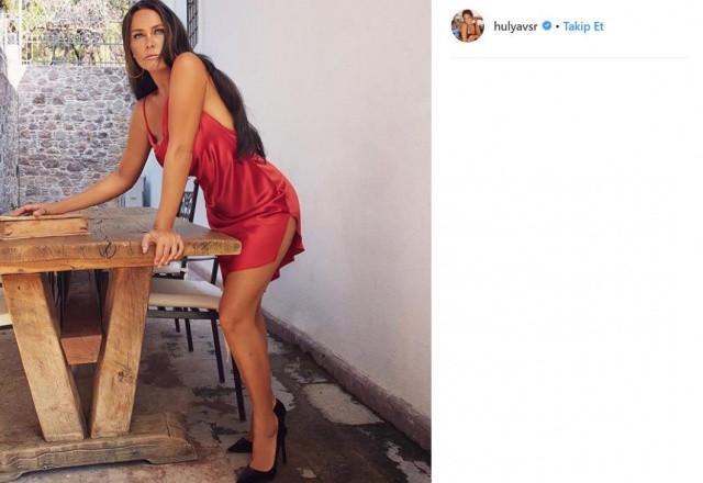Hülya Avşarın yürek hoplatan paylaşımına takipçisinde ilginç yorum: İnsan kızından utanıp biraz yaşlanır - Sayfa 3