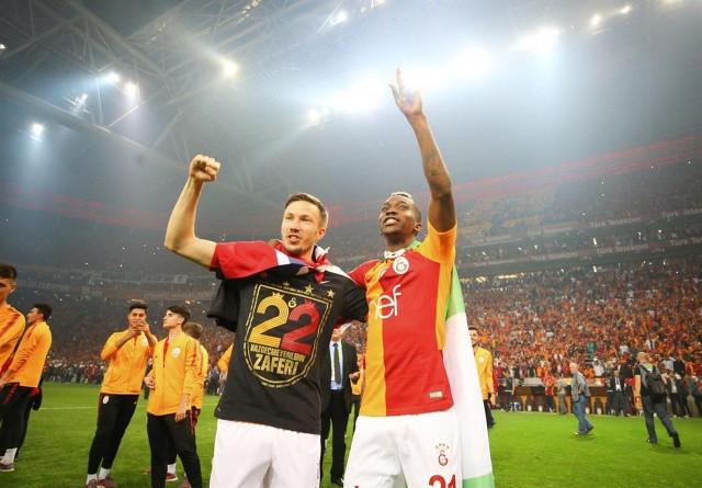 Galatasaraylı Futbolcular şampiyonluğu böyle kutladı! - Sayfa 3