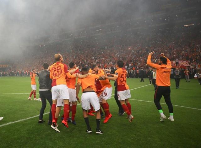 Galatasaraylı Futbolcular şampiyonluğu böyle kutladı! - Sayfa 4