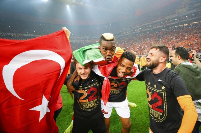Galatasaraylı Futbolcular şampiyonluğu böyle kutladı! - Sayfa 1