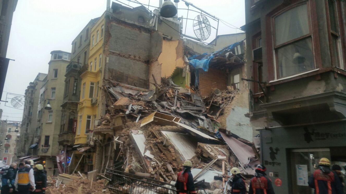 Beyoğlu'nda beş katlı iki bina çöktü! video
