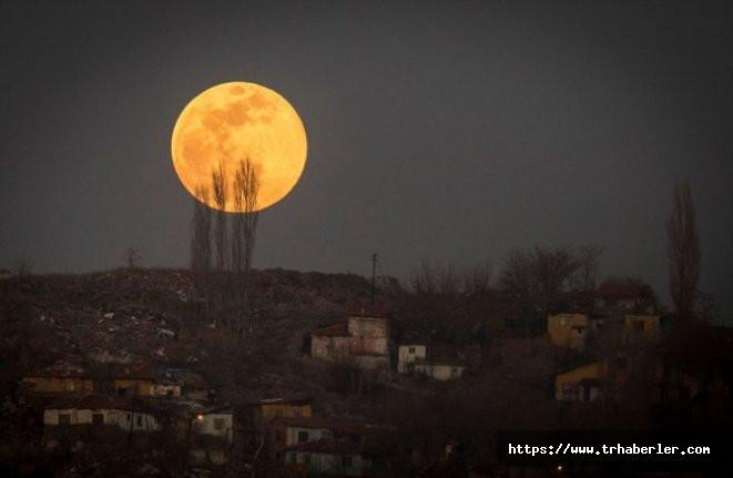 Süper Ay'n görüntüsü nefes kesti !
